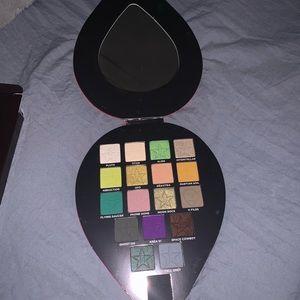 Jeffree ⭐️ Cosmetics Alien 👽 pallet.